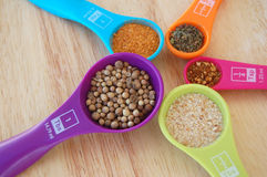 spices-colorful-measuring-spoons-circle-filled-53064887